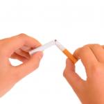 Môže fajčenie ohroziť úspešnosť ošetrenia s použitím implantátu?